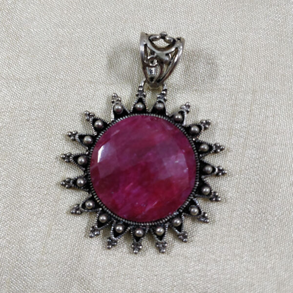 ruby pendent